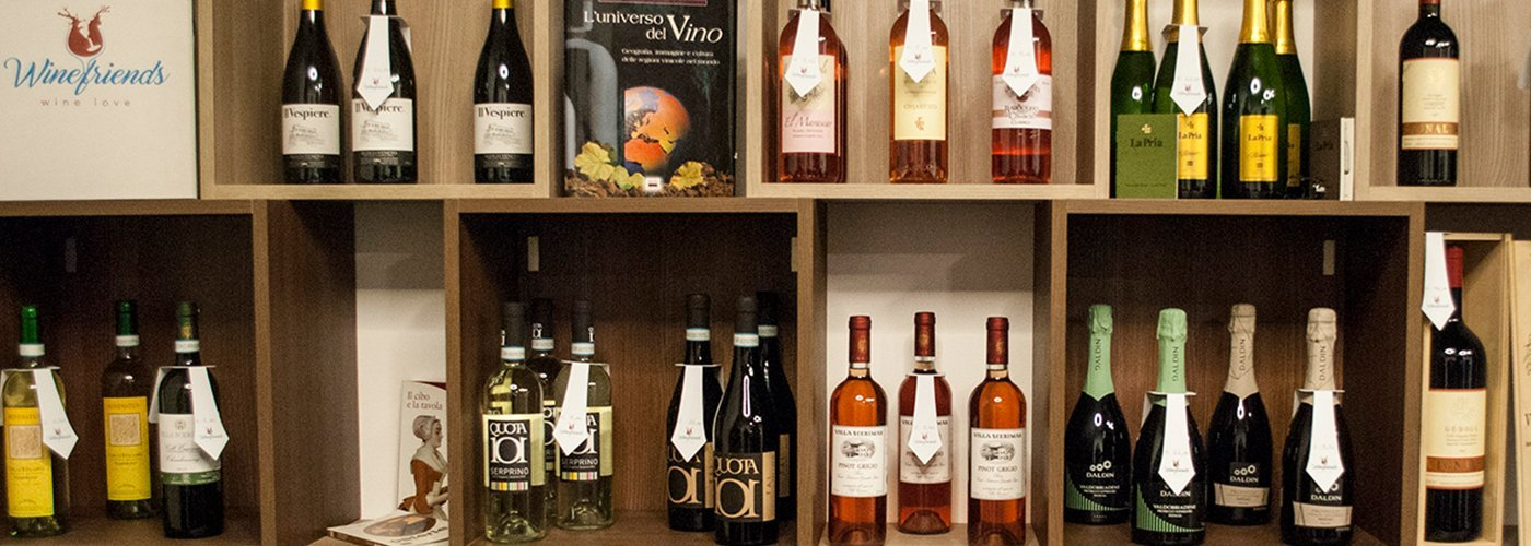 bottiglie di vino  dell` Enoteca Winefriends Wine Shop a Verona