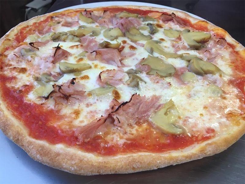 pizza senza Glutine con prosciutto e carciofi