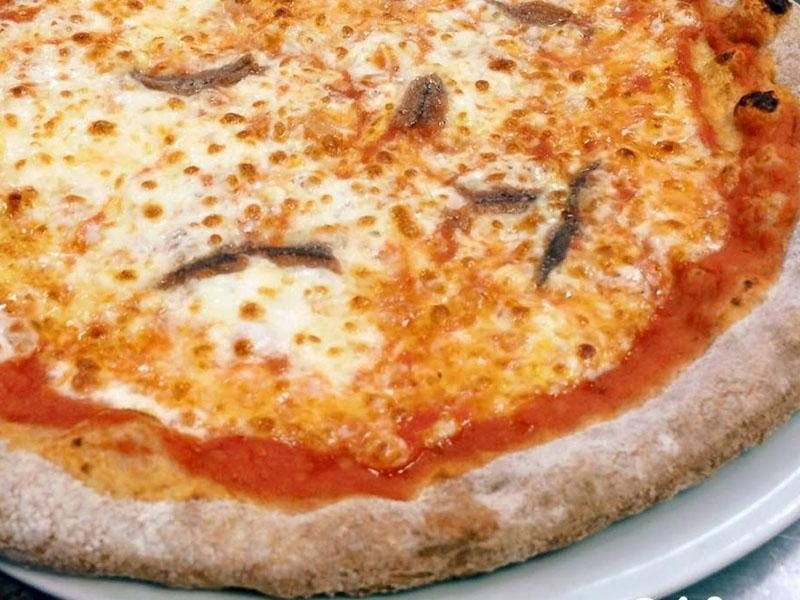 pizza con acciughe