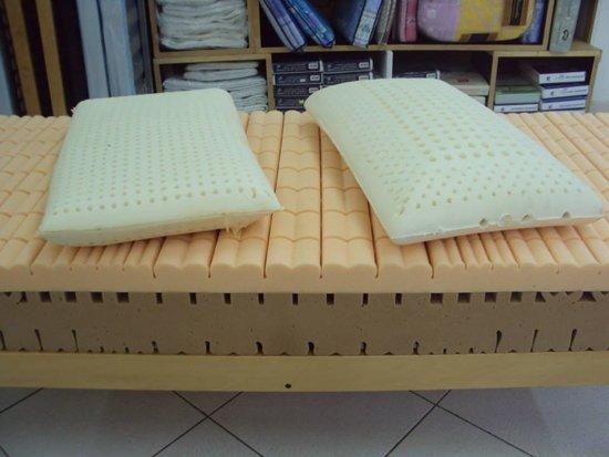 Materasso in lattice con cuscini presso Bottega Artigiana D.O.C. a Galatone, LE