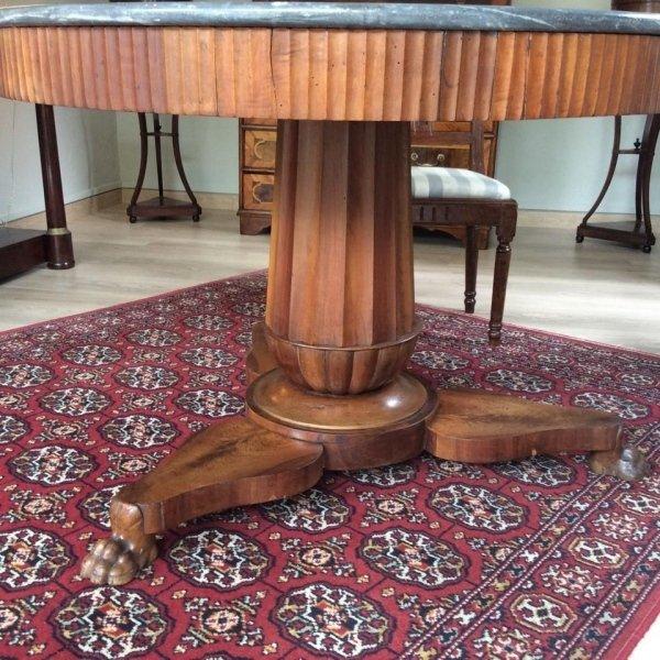 tavolo in legno lavorato