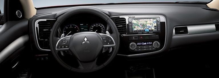gli interni di una Mitsubishi Outlander