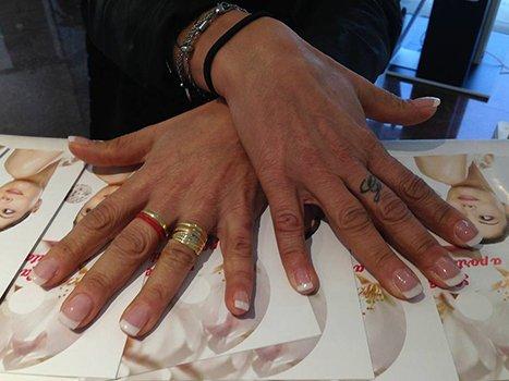 due mani dopo una manicure