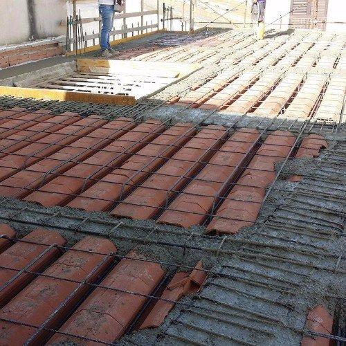 Costruendo il suolo con cemento armato