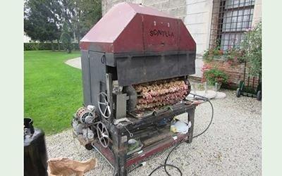 carne su una griglia con scritto SCINTILLA
