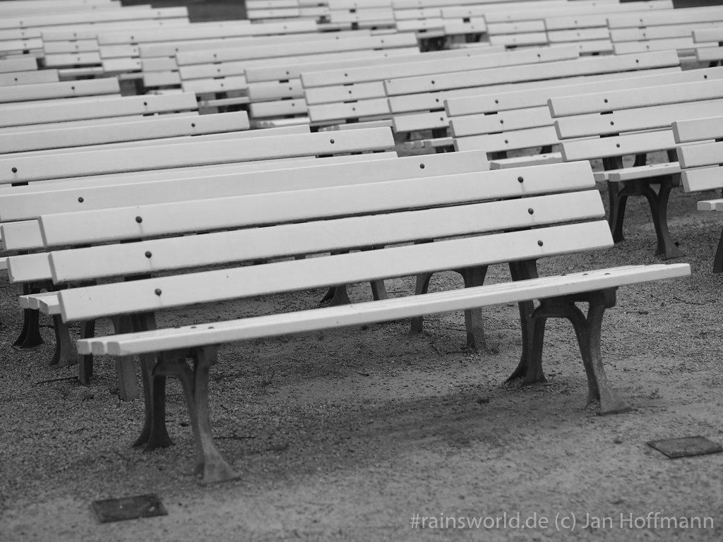 Sitzbänke im Park