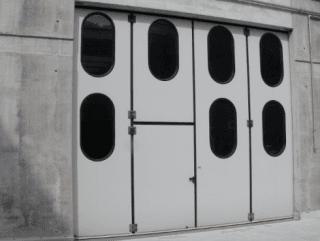 Porte basculanti industriali telecomandate