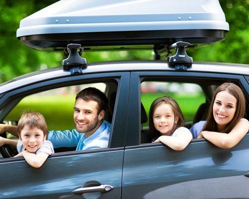 Una famiglia in un'auto