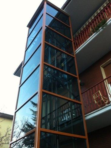 androne esterno rivestimento in vetro