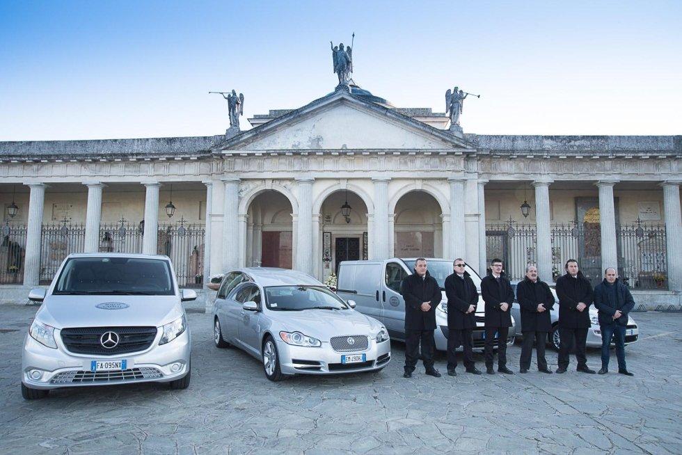 Staff dell'agenzia funebre
