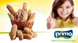 bambina che sorride, cesto di pane, logo Primo