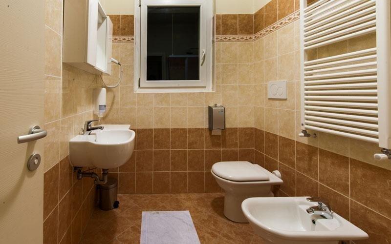 Hotel Le Colline: bagno dotato di tutti i comfort