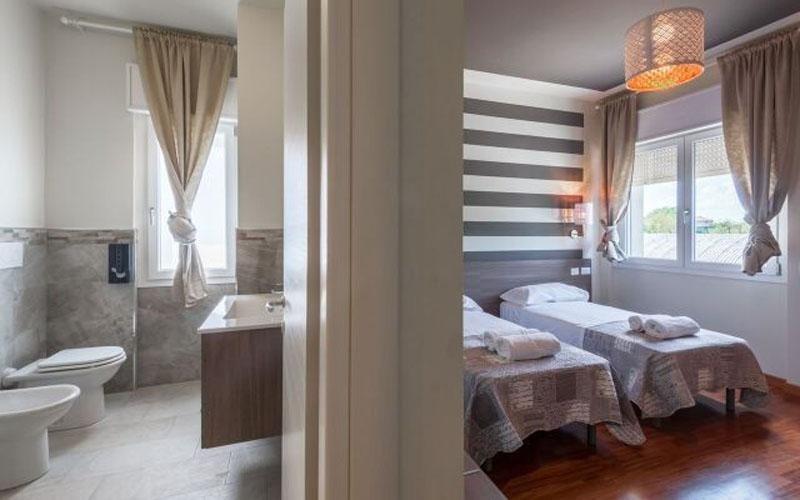 Stanza hotel con bagno privato