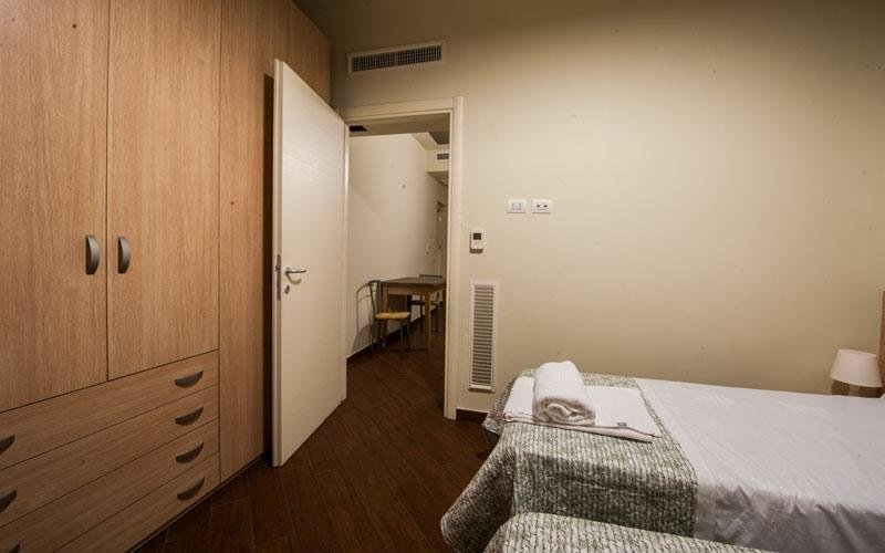 Double room with twin beds with bathroom