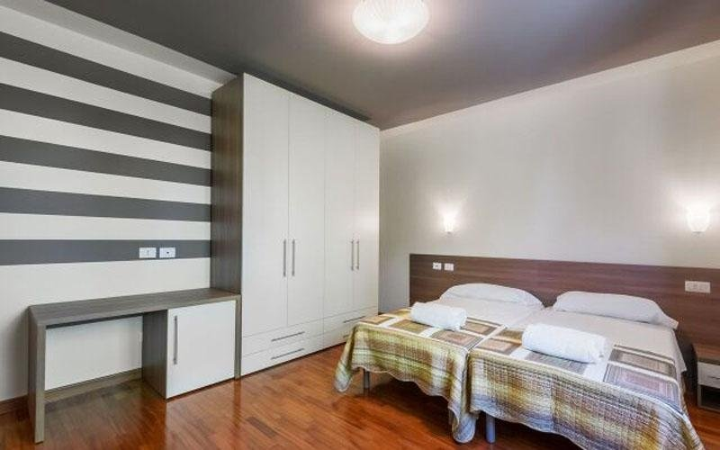 The rooms have modern furnishings