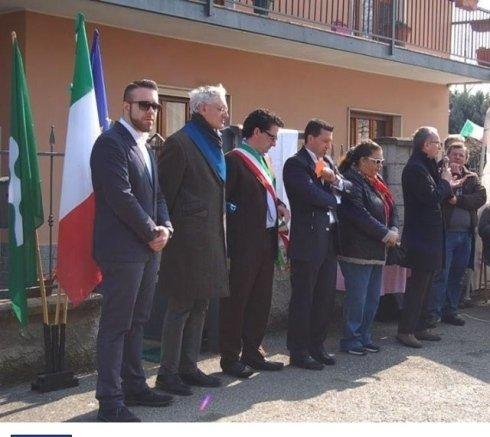 inaugurazione casa famiglia con bandiera italiana