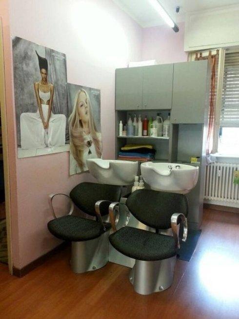 Presso il salone Modacapelli si effettuano trattamenti antiforfora e trattamenti ricostruttivi per capelli.