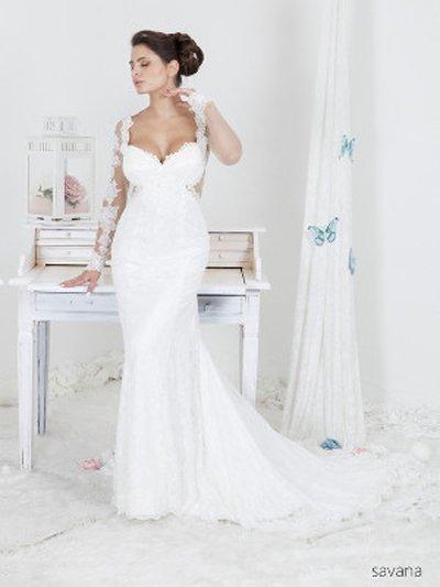 modella vestita da sposa