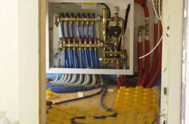 dei tubi blu di un impianto