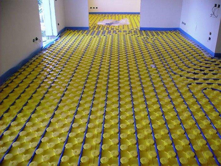 un impianto su un pavimento