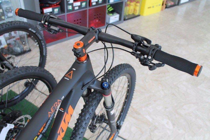 il manubrio di una bici