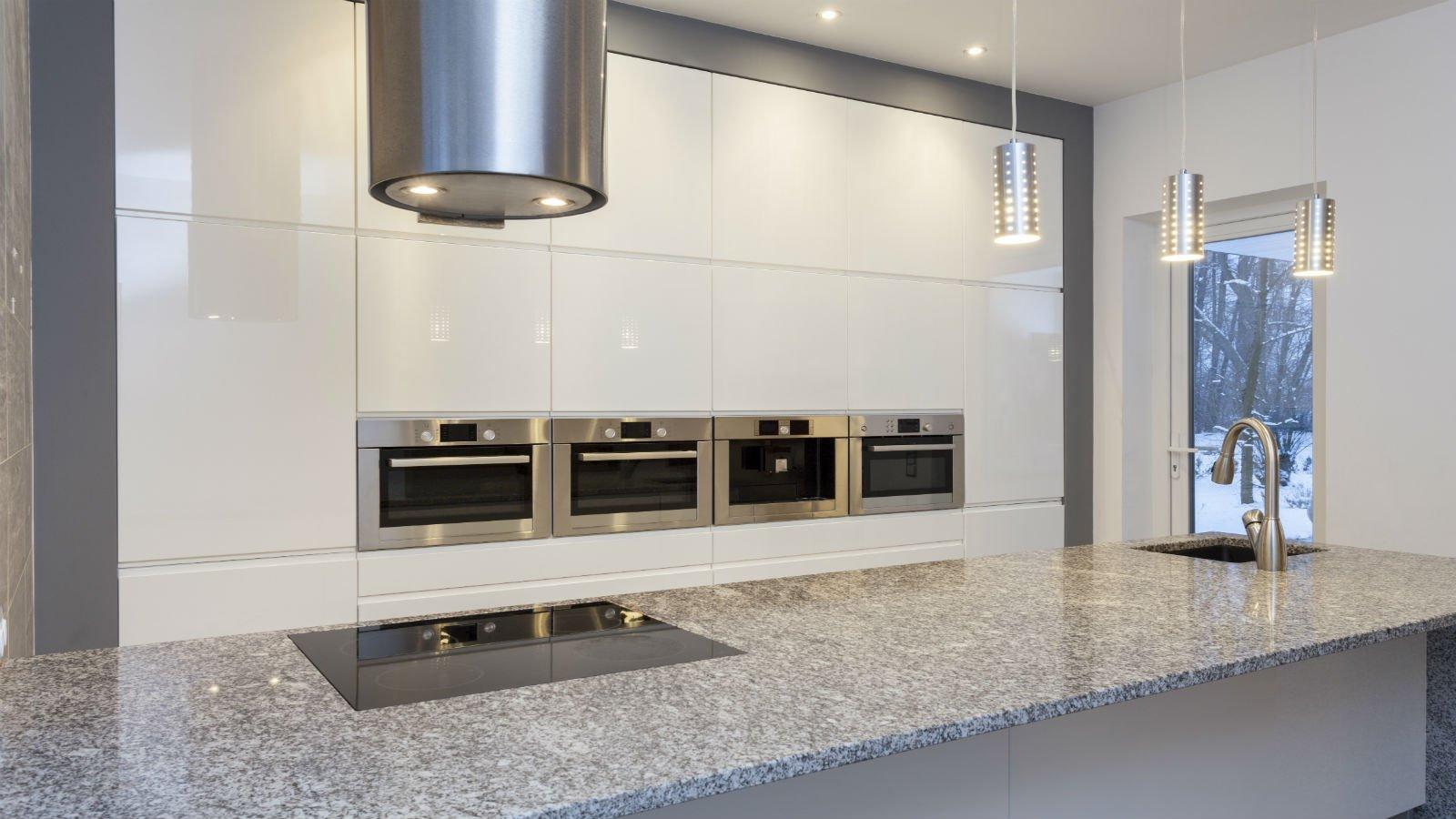 Cucina di marmo bianco