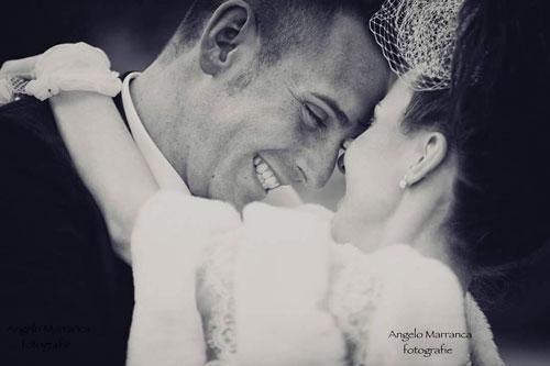 Uomo sorridendo dopo il matrimonio