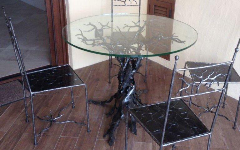 Tavoli vetro e ferro battuto