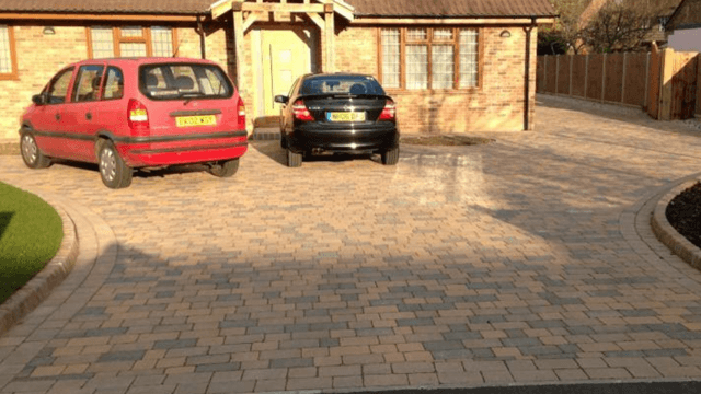 Finished cobblestone autumn block driveway, rustic kerbs