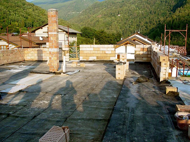 tetti in lastre di porfido
