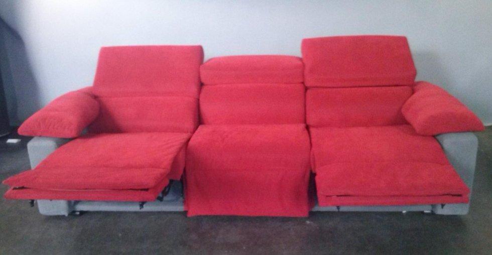 divano 3 posti con poggiapiedi e schienale reclinabili