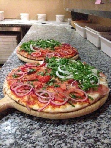 pizza alle cipolle, pizzeria