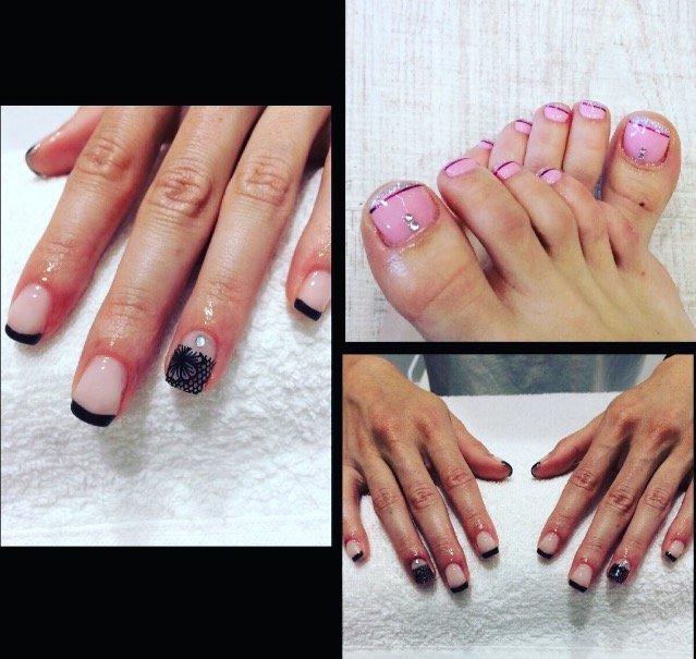 Unghie con smalto rosa e nero