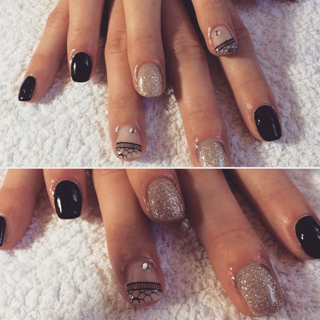 unghie con smalto e glitter