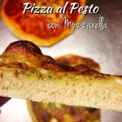 Pizza al pesto con mozzarella