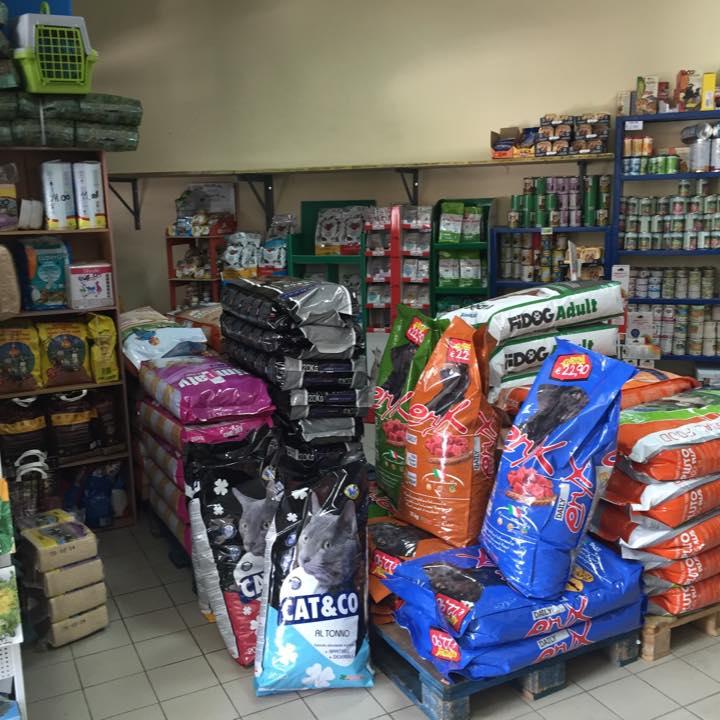 sacchi di cibo per cani e gatti