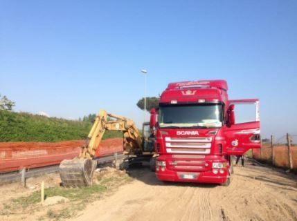 TIR e ribaltabili operazioni di costruzione 7