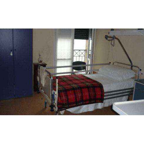 stanza con letto