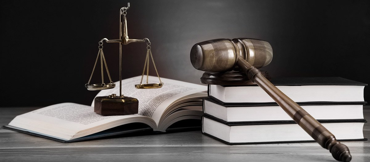 G-D-Lawyers-Law-books-with-balance-machine