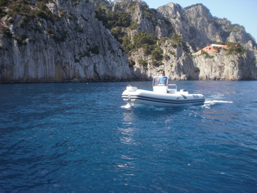 gommone in arrivo