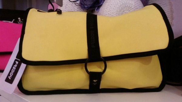 pochette giallo