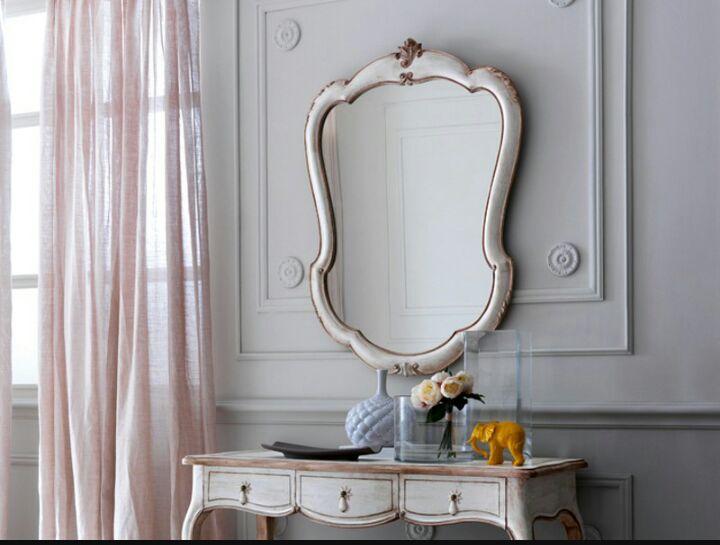 specchio bianco in legno vintage