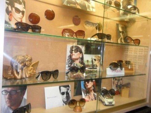 vetrina occhiali