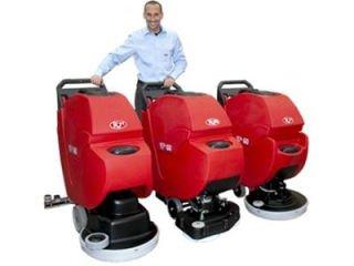 Macchine per la pulizia con uomo a terra