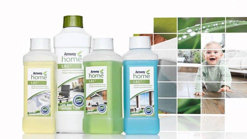 dei prodotti in bottiglia con scritto Away Home