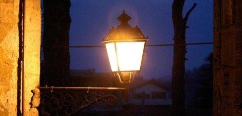 un lampione acceso