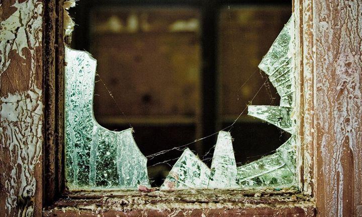 broken glass window replacement