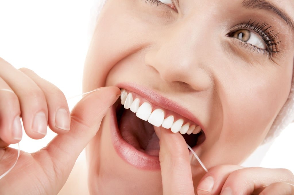 Employ-teeth-whitening-floss