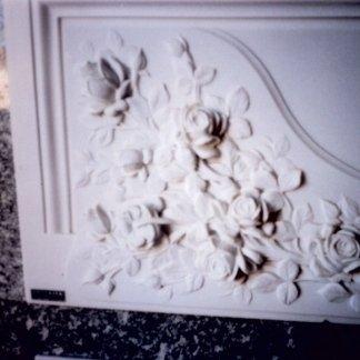 composizione floreale su marmo