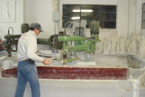 Lucidatura lastra di marmo sp, sculture, tagli, precisione